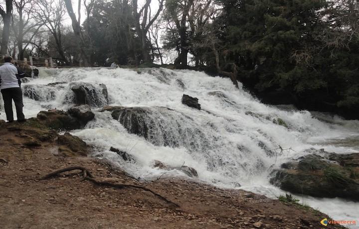 Cascade.....l'eau coule et coule et clapote ,on l'entend partout.... http://www.visoterra.com